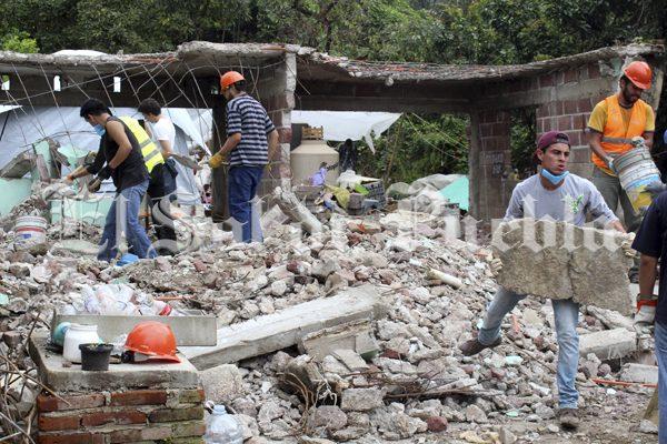 Un trabajador de Sedeso involucrado en retiro de tarjetas a damnificados en Tilapa