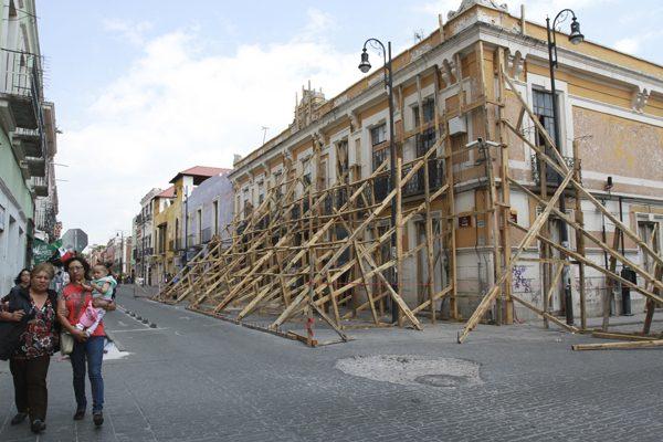 Apuntalan 530 edificios en el centro de Puebla a un mes del sismo