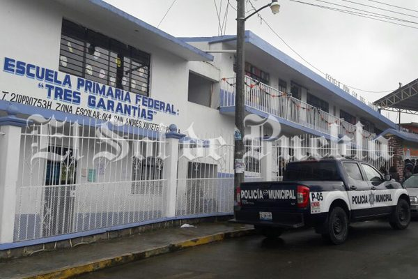 Retienen a maestro en Xiutetelco por presuntamente agredir sexualmente a menores