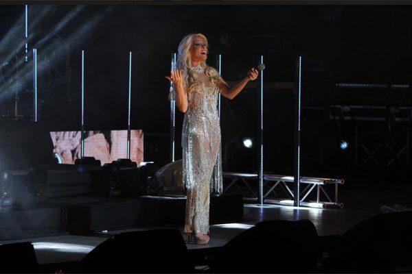 Yuri canta lo mejor de su repertorio en Tan Cerquita Tour