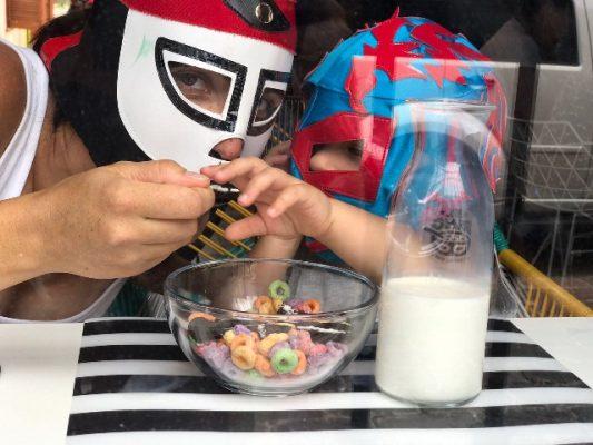 El paraíso de los cereales con el toque del color y folclore de la lucha libre