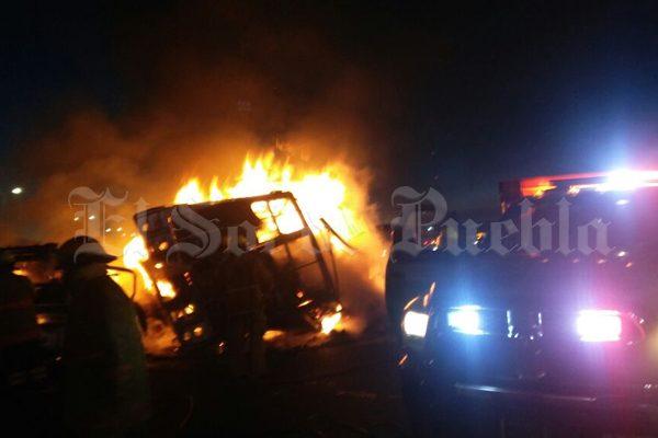 Bomberos de Texmelucan niegan atender incendio en Teotlalcingo