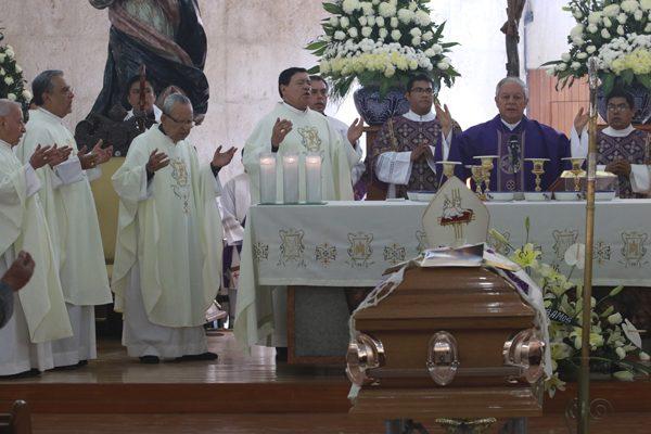 Da Norberto Rivera el último adiós al arzobispo emérito Rosendo Huesca