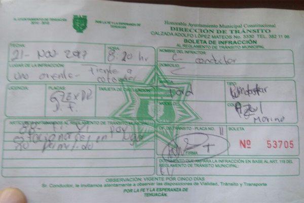 Arrestan a elemento de tránsito por infraccionar a policía mal estacionado en Tehuacán