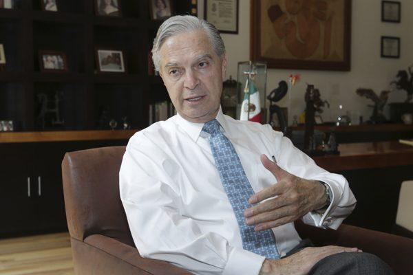 Se baja Luis Ernesto Derbez de la contienda presidencial