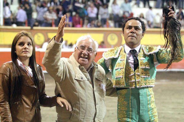 Honor a quien honor merece, reconocen al ganadero Hugo García