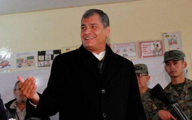 Ecuador enfrenta golpe de Estado, dice el expresidente Correa