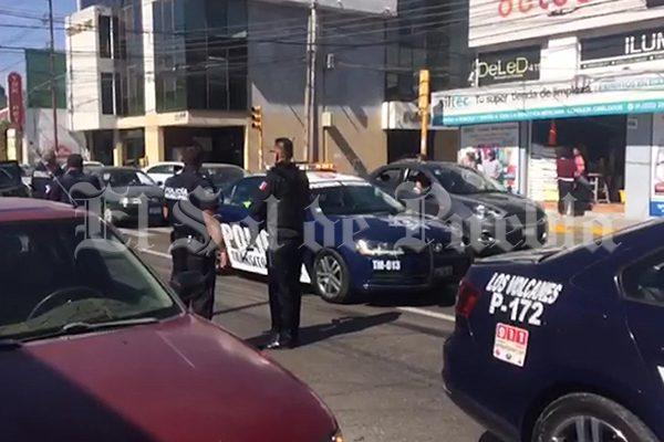 Cuentahabiente es víctima de presunto asalto en la 25 poniente y 9 sur