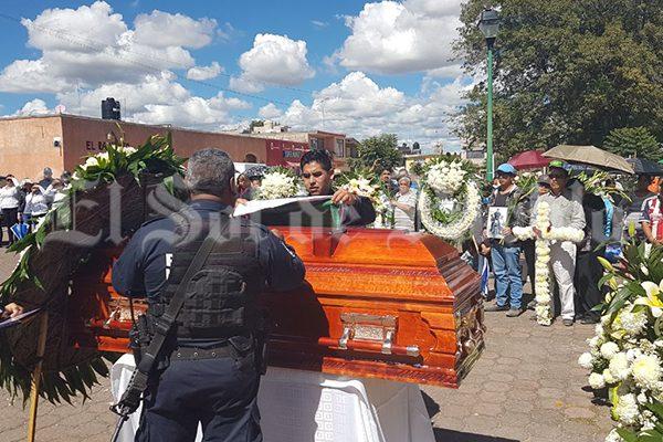 Dos policías muertos, saldo de robo de combustible en Texmelucan
