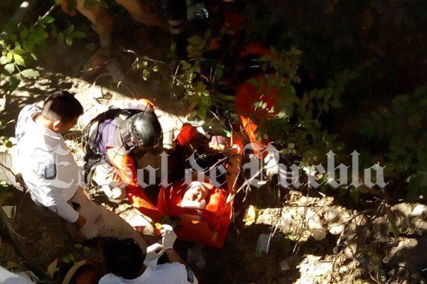 Joven cae a barranca del Atoyac en la Atlixcáyotl