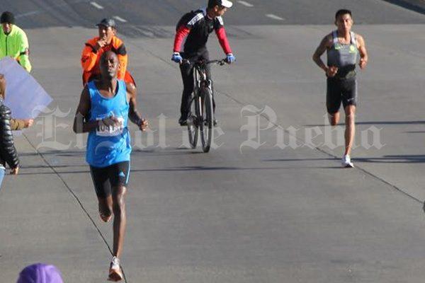 [Video] África gana el Maratón Internacional de Puebla