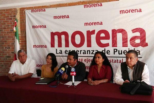 """Aprueba Morena Puebla 15 mandamientos para """"meter en cintura"""" a externos"""