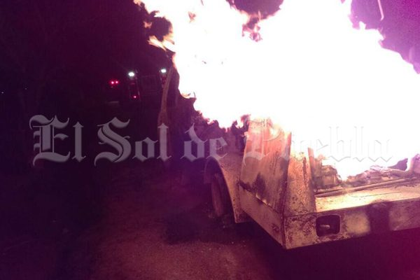 Explota pipa tras cargar gas en una toma clandestina de Tepeaca