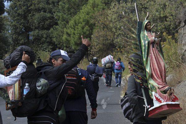 Movidos por la devoción, poblanos peregrinan a la Basílica de Guadalupe
