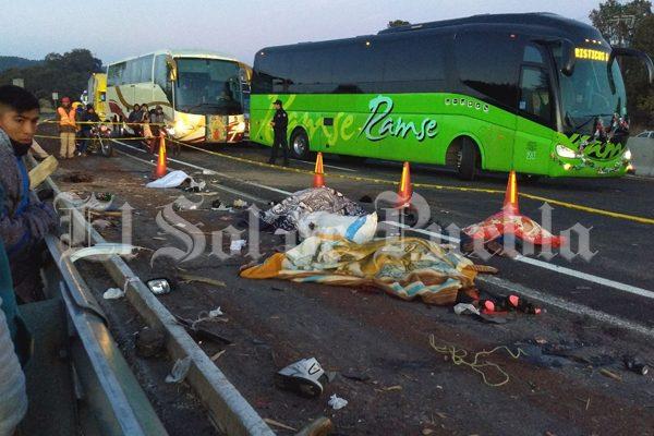 Suman 10 los peregrinos fallecidos en la autopista; mueren dos menores en el hospital