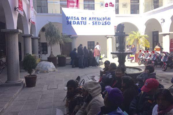 Entrega Sedatu 150 tarjetas a damnificados del sismo en Cholula y Huejotzingo