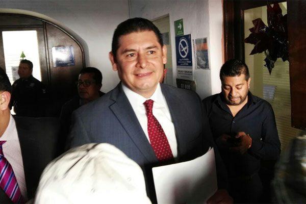 Armenta declara ante FGE tras denuncia por irregularidades en 2007