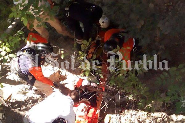 Otro ciclista sufre accidente en puente de la Vía Atlixcáyotl