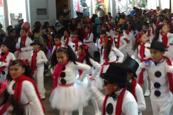 La navidad llegó a Huauchinango con el tradicional desfile