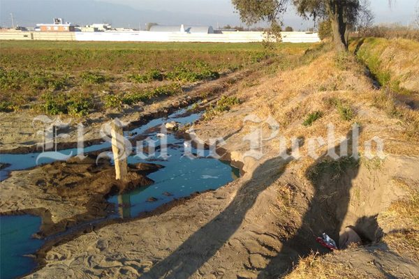 Fuga de combustible por toma clandestina en San Martín Texmelucan