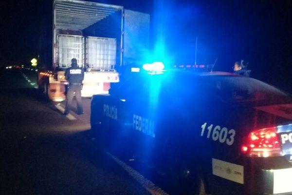 Detiene Policía Federal a dos huachicoleros y decomisa combustible en la México-Puebla