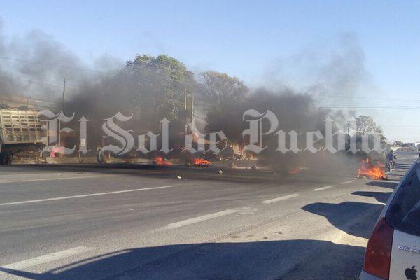 Liberan después de casi diez horas de bloqueo la federal Tepeaca – Tehuacán