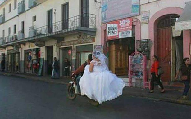 Al rescate de la novia, motociclista la ayuda a llegar a su boda