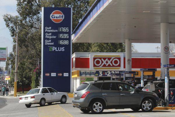 Escasas las rebajas en primer día libre del precio de la gasolina en Puebla