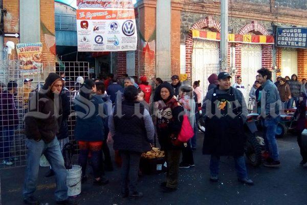 Mercaderes de Texmelucan se alzan contra ambulantes