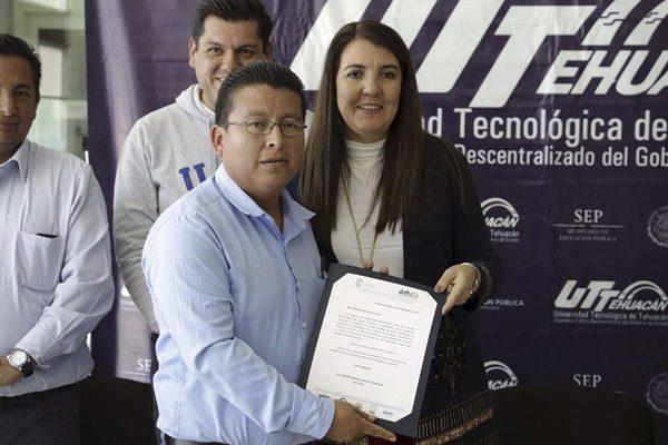 Rectora de la Universidad Tecnológica de Tehuacán gana más que la alcaldesa