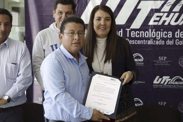 Toman maestros y estudiantes la Universidad Tecnológica de Tehuacán