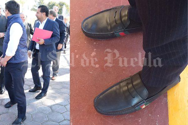 Calza Secretario de Desarrollo Social en Puebla zapatos de 15 mil pesos