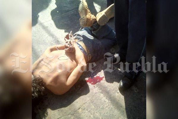 ¡Se hartan de la delincuencia! Tunden a tres presuntos asaltantes en San Bartolo