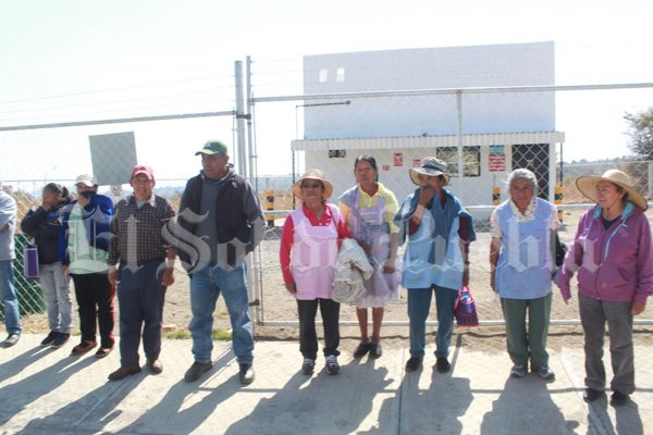 Con protesta, pobladores de Calpan logran cierre de gasera