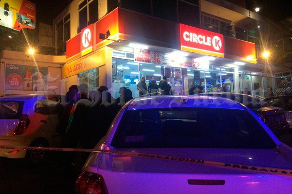 Matan a tiros durante asalto a encargado de tienda de conveniencia