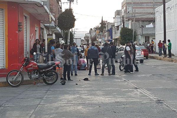 Atacan a balazos a dos jóvenes en Texmelucan, uno murió