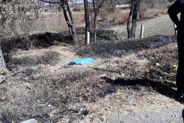 Encuentran cadáver en el acotamiento de la autopista México Puebla