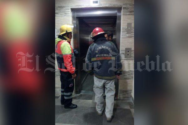 Se quedan atrapados en elevadores del IMSS La Margarita