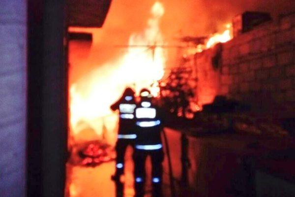 [Fotos] Incendio consume locales del Mercado Unión