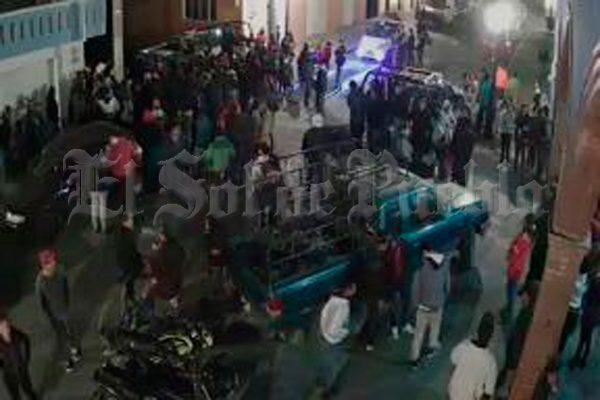 Pobladores de Calpan intentan linchar a presunto ladrón