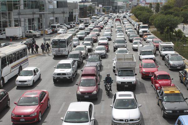 Exige la 28 de Octubre normalizar paso de camiones frente al Hidalgo