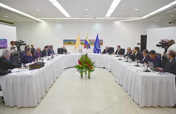Gobierno venezolano acuerda agenda de diálogo con la oposición