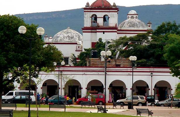Alcalde de Chiapa de Corzo pide licencia; investigan red de tráfico