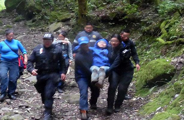 Rescatan a menor en zona boscosa de Tlalmanalco