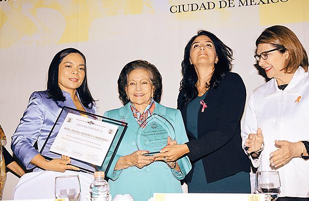 Instituye PRD Medalla Ifigenia Martínez