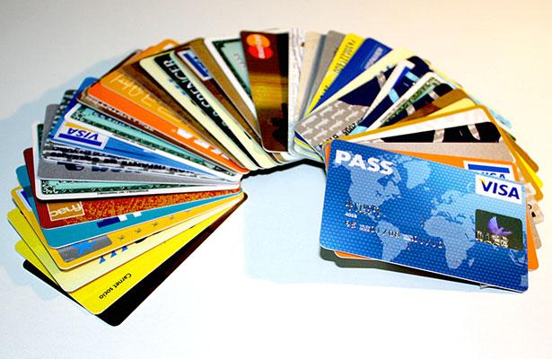 Las tarjetas de débito, una oportunidad para iniciar el hábito del ahorro