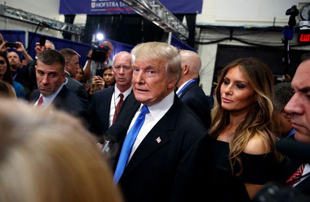 Renuncia a la NBC conductor de TV que fue grabado con Trump