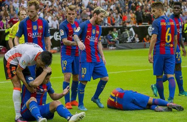 Comité español multa al Valencia por botellazo a Neymar