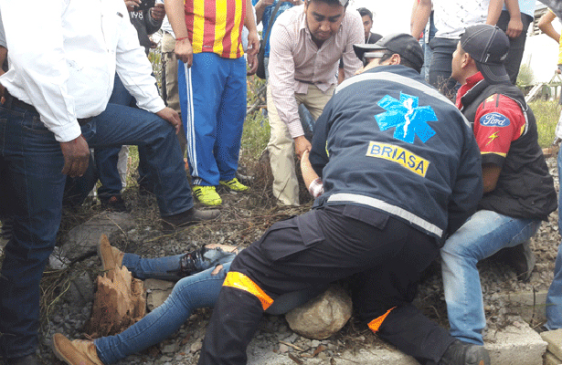 Auto arrolla a espectadores en carrera en Tlaxcala