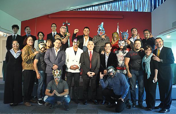 Luchadores mexicanos, invitados en Embajada mexicana en Japón